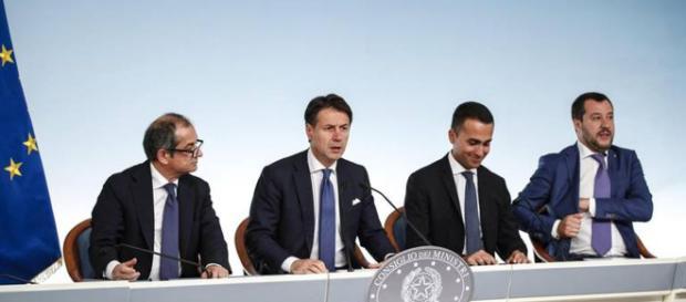 Reddito di cittadinanza per chi risiede in Italia da almeno 10 anni.