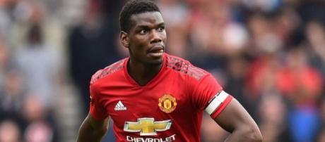 Paul Pogba traverse une période difficile à Manchester, mais ne bougera pas selon Raiola