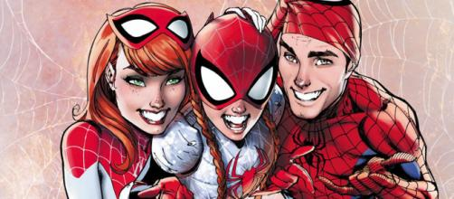 Homem-Aranha, Mary Jane e a filha do casal, May Parker. (foto reprodução).