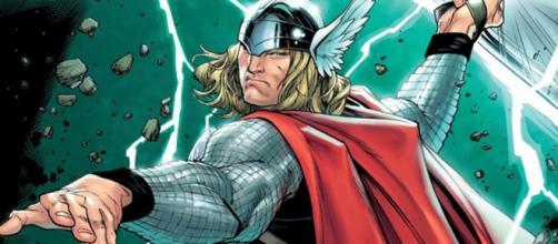Thor Odinson utilizando seu uniforme de 2007.