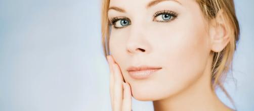 Alimentação saudável ajuda no tratamento de manchas, acne e até mesmo rugas e marcas de expressão.