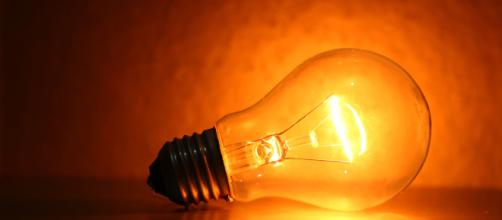 É uma necessidade de todos ajudar no combate ao desperdício de energia elétrica.