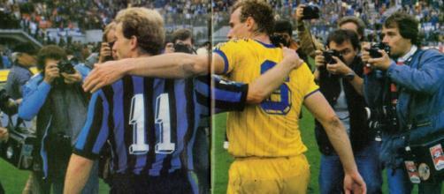 Karl-Heinz Rummenigge ed Hans-Peter Briegel dopo Inter-Verona 0-0 del 7 ottobre 1984