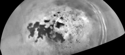 La sonda que se encuentra en Saturno captó imágenes de lluvia en el planeta de los anillos