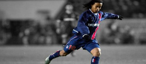 Ronaldinho ○ Crazy Skills Show ○ PSG 2001-2003 - YouTube - youtube.com