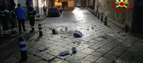 Terremoto quasi del 5° grado nel Catanese: gente per la paura esce ... - lasicilia.it