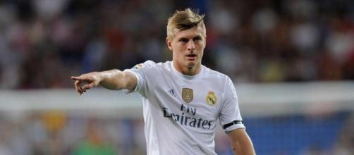 Toni Kroos aurait été dans le viseur de Nasser Al-Khelaïfi, mais Florentino Perez a refusé le transfert du joueur.