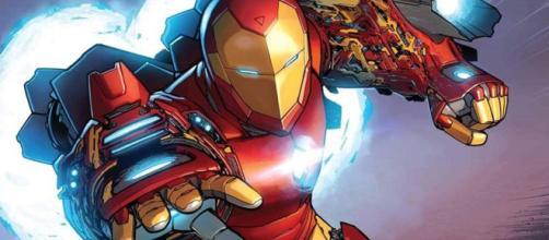 Tony Stark como Homem de Ferro.