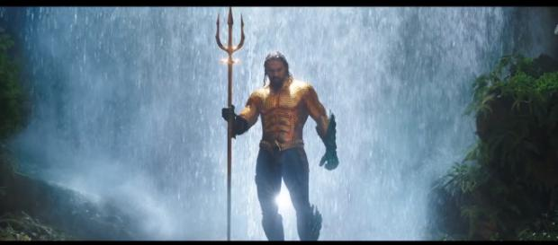 "Arthur Curry will don his classic superhero costume and Trident in the new ""Aquaman"" trailer [Image Credit: Emergency Awesome/YouTube screencap]"