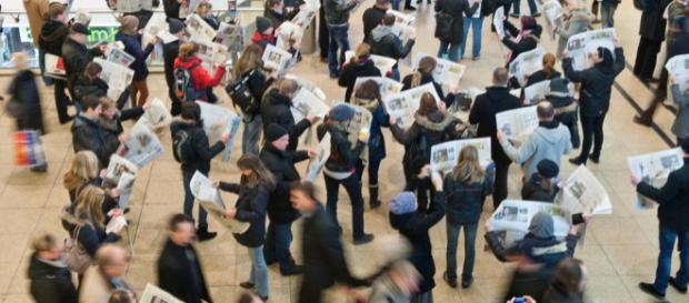 Bürger im Medienkonsum: Die Arbeit von Journalisten beeinflusst massiv das Welt- und Meinungsbild im Land (Foto: sn-online.de)