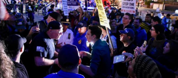 Trump supporter (left) and protestor (right) debate – Image Credit – Alec Perkins | Wikimedia Commons.