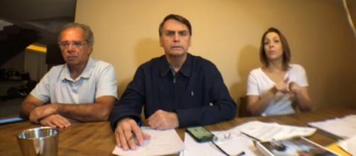 Jair Bolsonaro vai disputar segundo turno com Haddad.