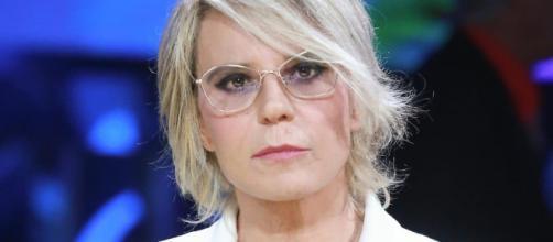 Maria De Filippi accoglie i protagonisti di Temptation Island Vip