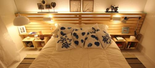 A decoração com paletts está cada dia mais em alta, sendo utilizadas dentro de casa, festas de casamentos e aniversários.