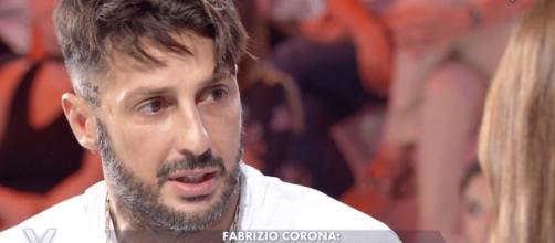 Fabrizio Corona dopo aver visto il GF: 'Ho avuto strani impulsi di combinare guai'.