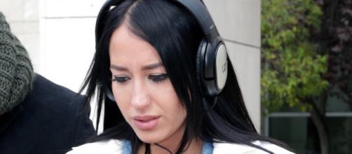 Aurah Ruiz sale del juzgado llorando antes de volver a la casa de ... - bekia.es
