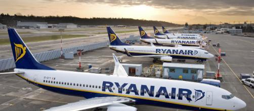 Bagaglio a pagamento: Antitrust sospende le nuove regole di Ryanair e Wizz Air