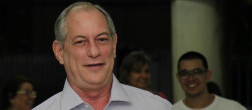Em tom de ironia, Ciro pede para Sérgio Moro aceitar logo convite de Bolsonaro