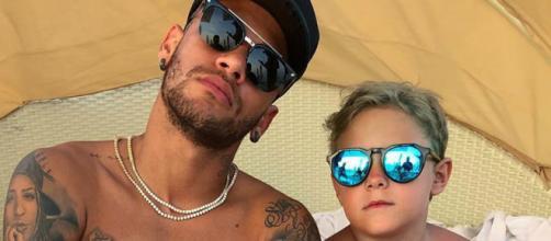 Jogador Neymar com o filho, Davi Lucca.