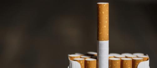 La manovra economica prevede aumenti delle sigarette pari a 10 centesimi per ogni pacchetto.