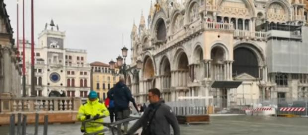 Venice flooding puts three-quarters of the city under its worst water levels in 6 years [Image courtesy – Global News YouTube video]
