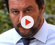 Matteo Salvini sull'orlo di una cruda, dopo la rottura con Elisa Isoardi: 'pizzicato' a fumare.