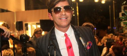 Roberto Miguel Rey é um dos protagonistas do Dr. 90210.