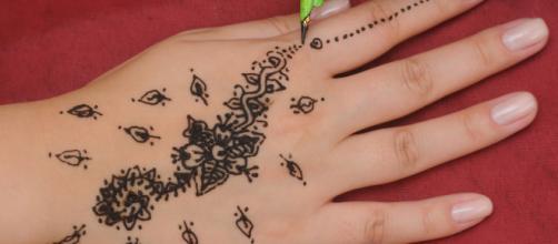 Tatuagens de henna podem causar alergias na pele