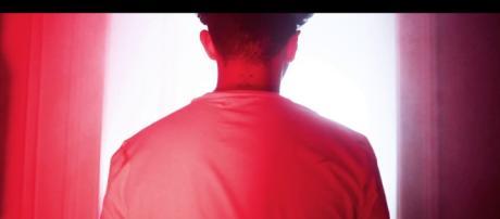 """Doxx de dos pour son nouveau clip """"Colère"""" issu de son dernier EP """"Au final""""."""