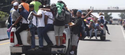 La caravana de inmigrantes abandonó Ciudad de México y sigue su rumbo hacia EEUU
