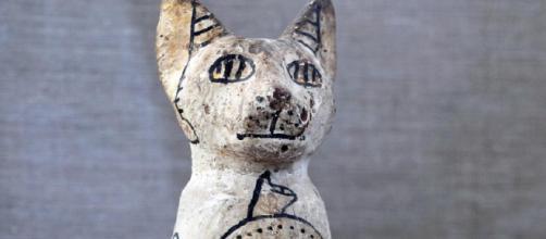 Os gatos eram adorados por sua habilidade de espantar ratos e proteger os grãos armazenados.