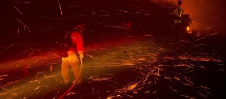 Usa, grosso incendio a Los Angeles: evacuata Malibù | Almeno nove ... - mediaset.it