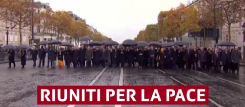 Contro ogni nazionalismo hanno sfilato ieri a Parigi 72 capi di Stato e di governo.