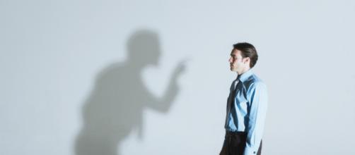Pessoas críticas não conseguem ver nada de positivo nas pessoas e nas coisas.