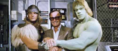 Stan Lee ao lado de Thor e Hulk em filme de 1988. (foto reprodução).