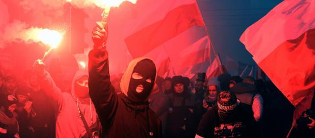 Multitudinaria marcha de la extrema derecha en Polonia. Fuente: Infobae