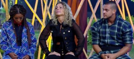 Caíque Aguiar, Cátia Paganote e Luane Dias estão na roça, em A Fazenda 10