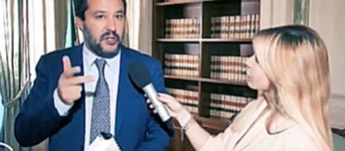 Matteo Salvini e la stretta sui fondi per i costi dell'immigrazione. Blasting News