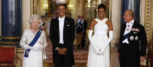 El día que Michelle Obama tocó a la Reina Isabel