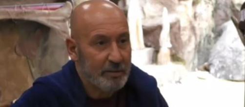 Maurizio Battista contro il GF: 'Ci sono 5 intoccabili nella casa'.