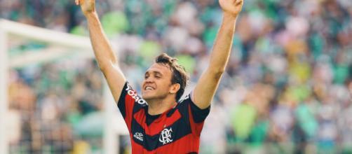 Petkovic em uma de suas passagens pelo Flamengo. (foto reprodução).