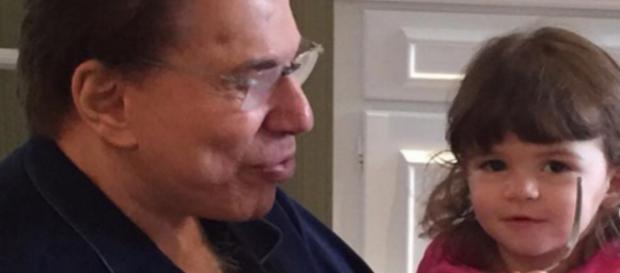 Silvio Santos com uma das netas