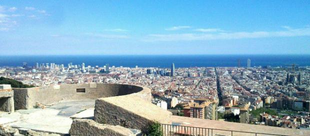 The Bunkers del Carmel offer a 360 degree view of Barcelona. [Image Toniher/Wikimedia]