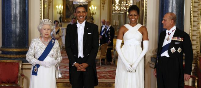 Michelle Obama aseguró que a la Reina Isabel no le molestó que la abrazara en el 2009