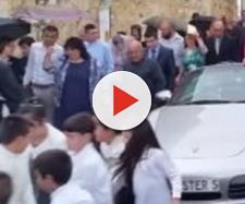 Malta, arcivescovo in processione con Porsche trainata da 50 bambini.