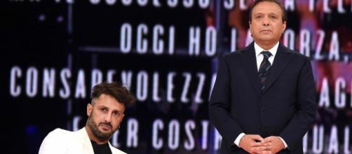 Gossip, Fabrizio Corona in imbarazzo per il presunto tradimento di Asia Argento.