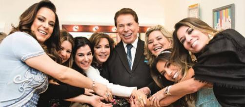 Silvio Santos e filhas e esposa em momento íntimo