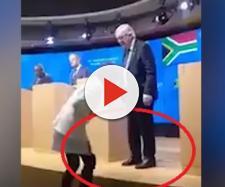 Juncker si presenta con due scarpe di colore diverso
