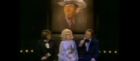 Dolly Parton shared centerstage with Glen Campbell and Roy Clark for a Hank Williams medley. [Image source:coockiestv-YouTube]
