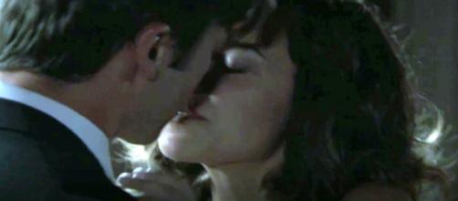 Anticipazioni Una Vita: Simon lascia Elvira e fa l'amore con Adela
